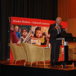 Staatssekretär Prof. Klaus Schäfer vom Familiensministerium Düsseldorf