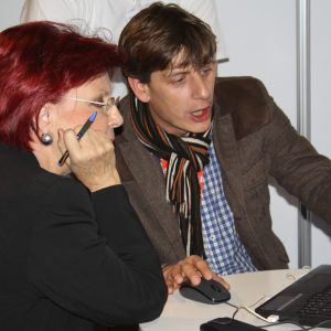Oliver Bartosch geht online mit der Vorsitzenden des Kuratoriums des Preises, die Rote Heidemarie