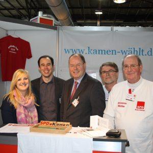Wendy Wagner, Henning Tillmann, Peer Steinbrück, Joachim Eckardt, Dieter Schmidt auf dem Parteitag in Berlin (Archiv-Foto)