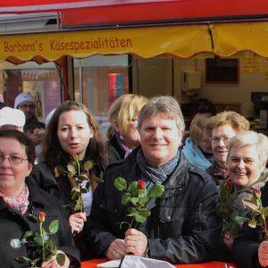Rüdiger Weiß mit Annette Mann und Petra Hartig am Internationalen Frauentag in Kamen