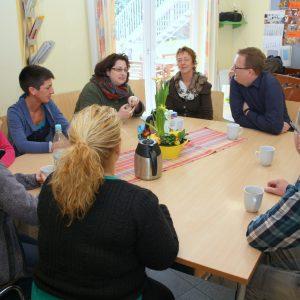 Oliver Kaczmarek und das Mitarbeiterteam unter der Leitung von Frau Kerstin Schleweis  im Gespräch