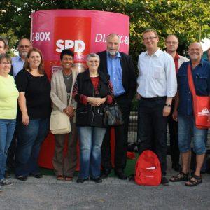 Klaus Wiesehügel mit dem Bundestagsabgeordneten Oliver Kaczmarek und SPD-Mitgliedern
