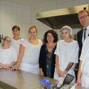 SPD-Bundestagsabgeordneter Oliver Kaczmarek und Erziehungswissenschaftlerin Yasemin Karakasoglu besuchen Produktionsschule Schwerte