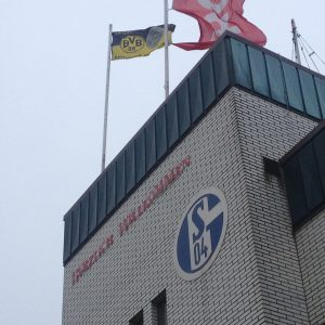 Bvb-Fahne auf dem Schalkehotel in Billerbek